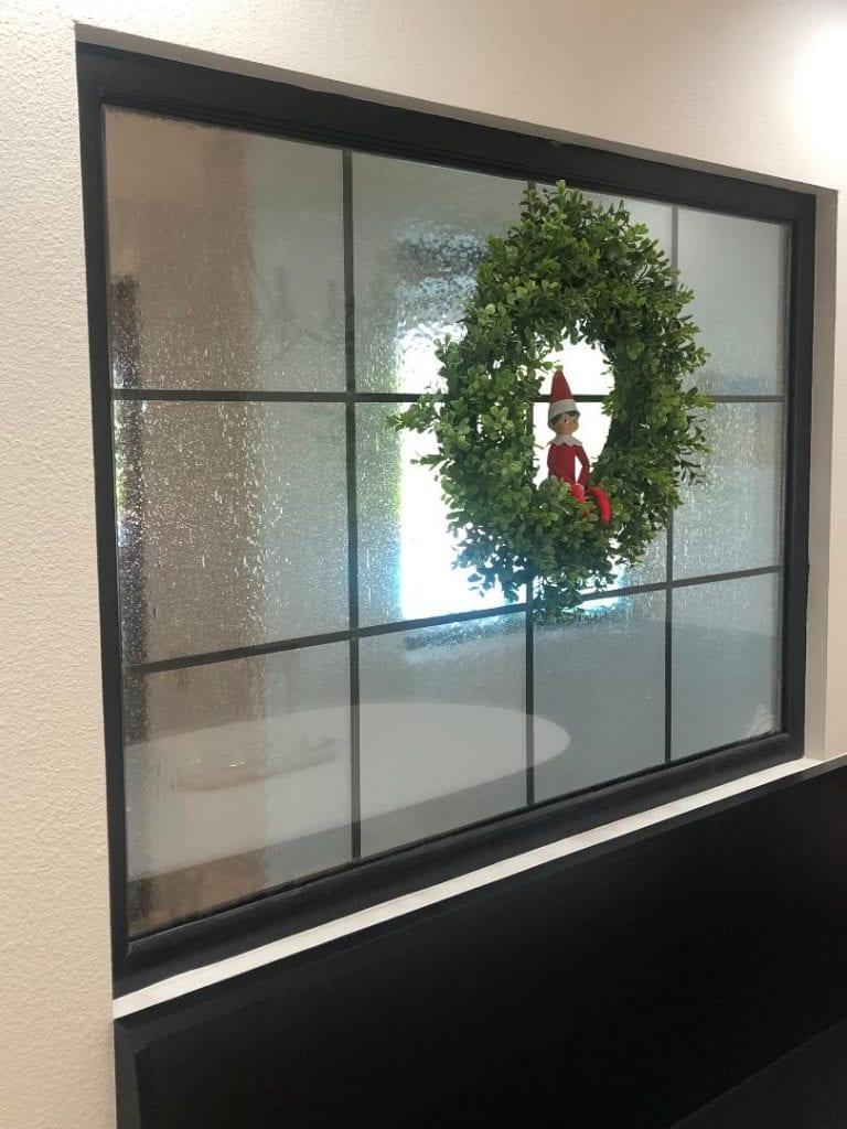 Simplistic Colonial Style Leaded Glass Window Seedy Glass Detail